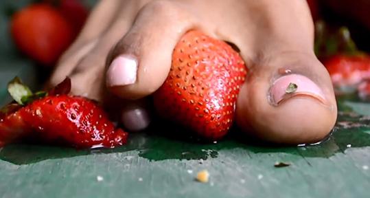 ebonystrawberrysm.jpg