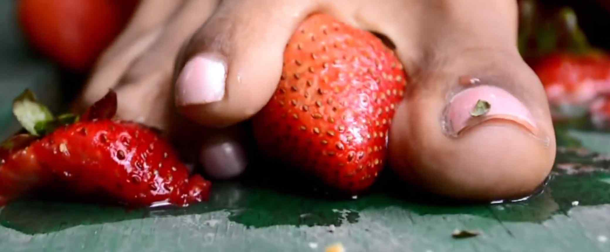 Ebony Strawberry